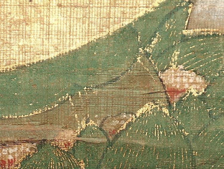 絹糸には彩色がないことから、裏から白緑(びゃくろく)が施されていることがわかります