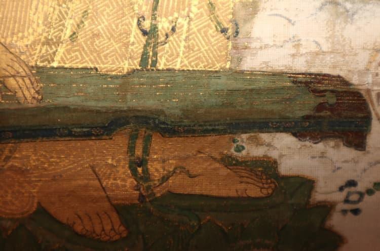 楽器の部分は、絹や截金が欠失しています