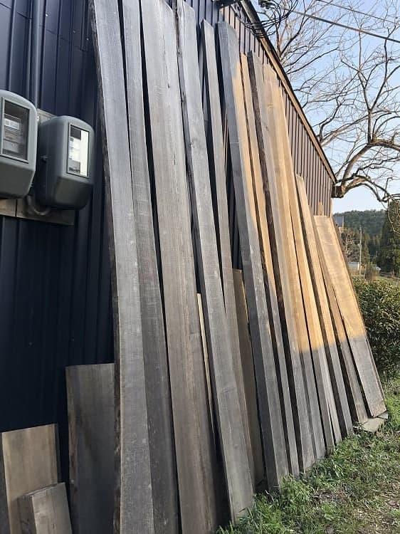 用途に応じた、様々な長さの材木があります。