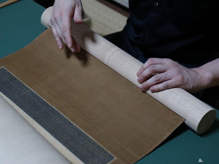 太巻は、下軸をすっぽり挟み込んで中に収める箱のような構造。